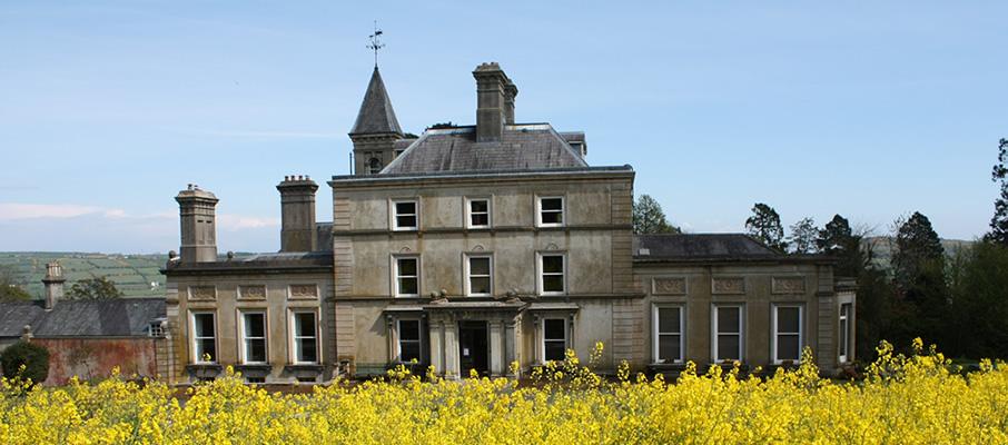 Uno degli edifici della tenuta